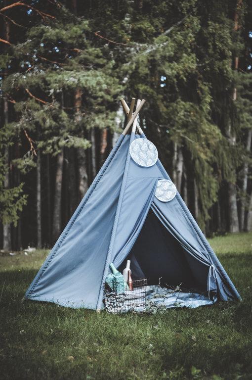 Pelēka auduma vigvam/telts