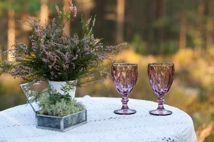 Stikla glāzes, violetas