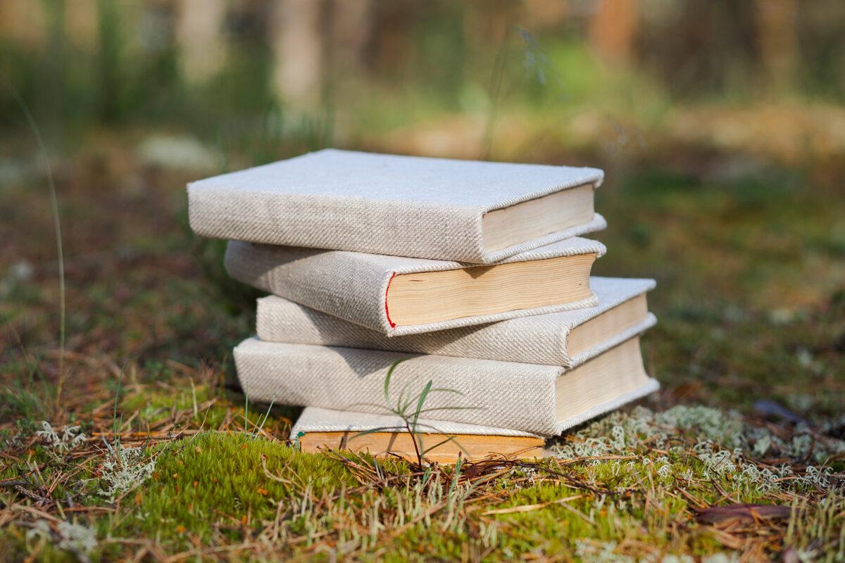 Grāmata ar lina auduma vāku