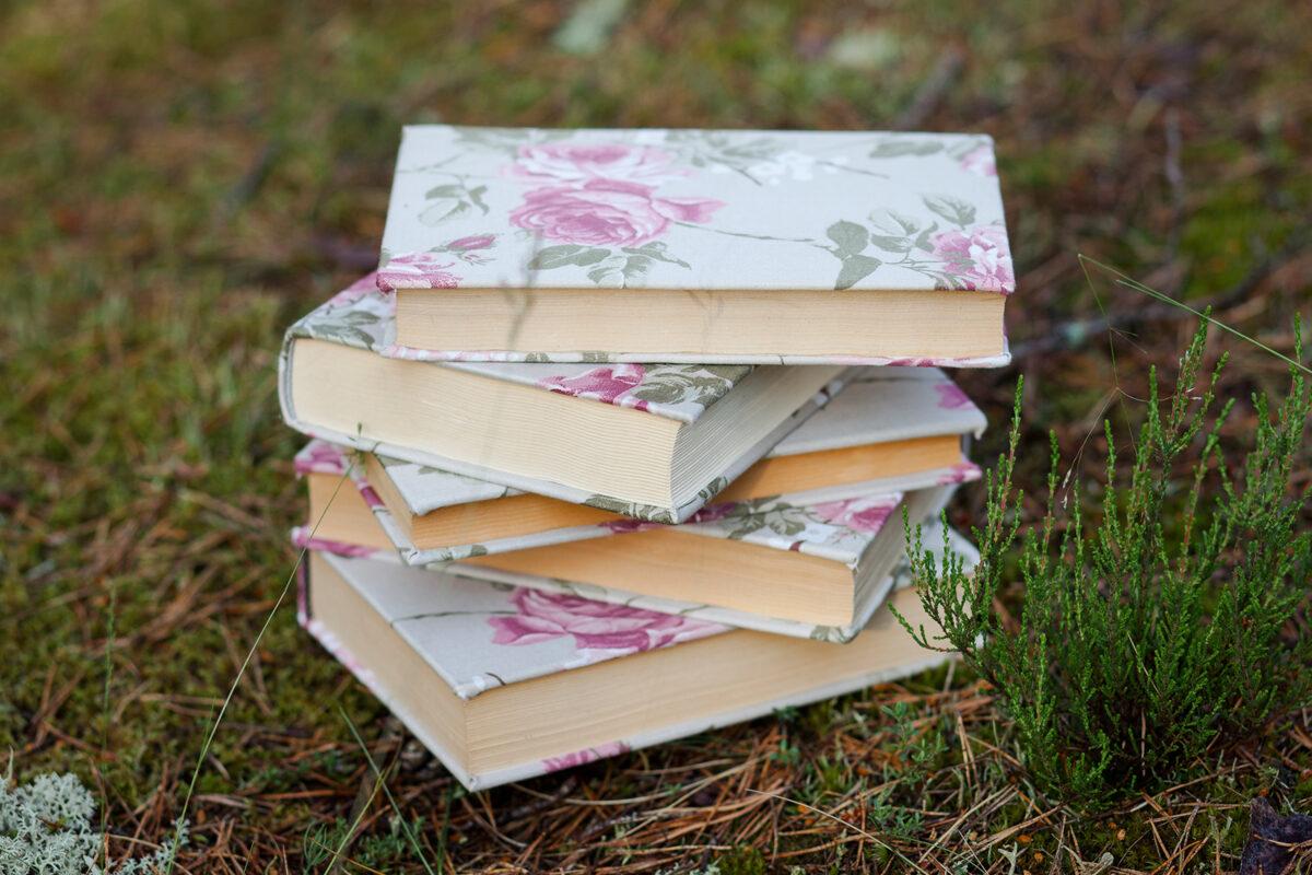 Grāmata ar Vintage ziedu auduma vāku