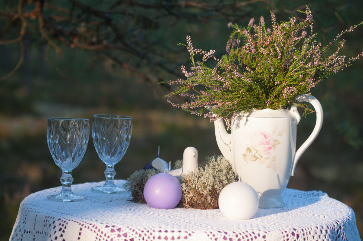 Porcelāna kanna ar ziediem