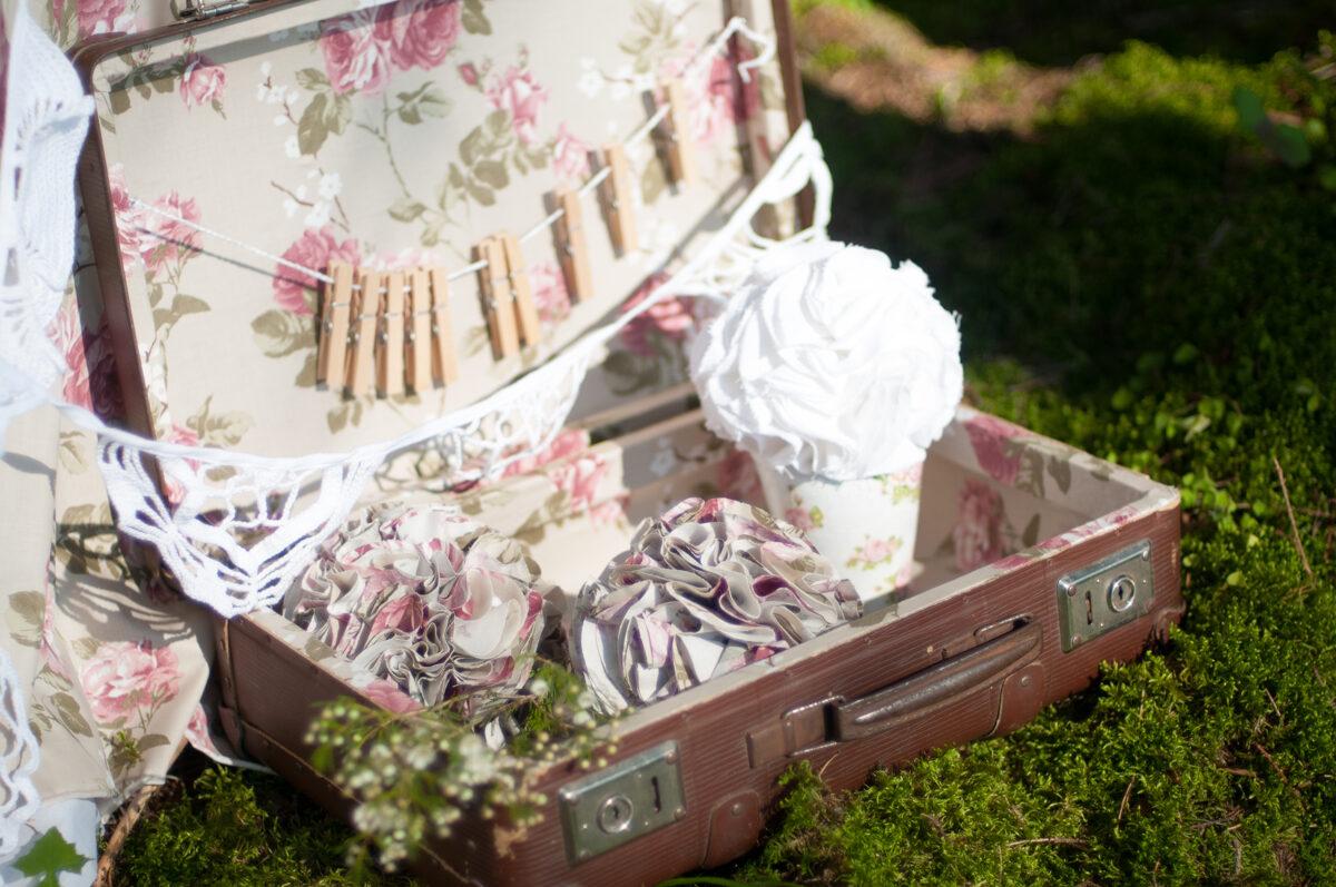 Brūns koferis ar Vintage ziedu oderi, mazais