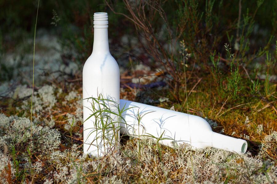 Pudele ar baltu tāfeles krāsu