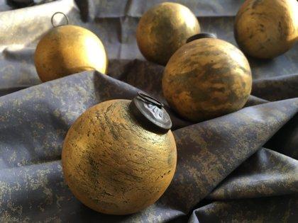 Zeltītas krāsas stikla bumbas, mazās